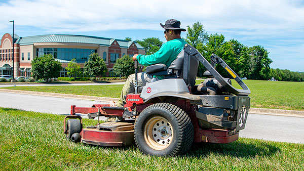 When it comes to grounds maintenance, Als Complete Lawn Care understands that your property is a big investment.