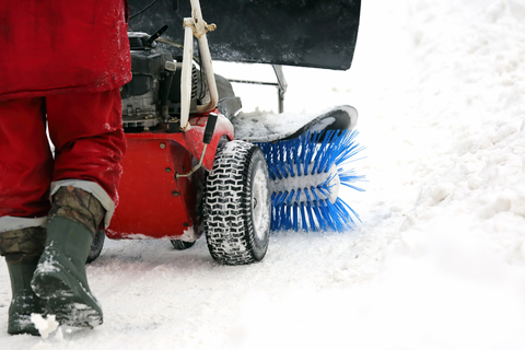 When looking for snow removal companies, contact Als Complete Lawn Care, located in Lexington, Frankfort & Louisville.